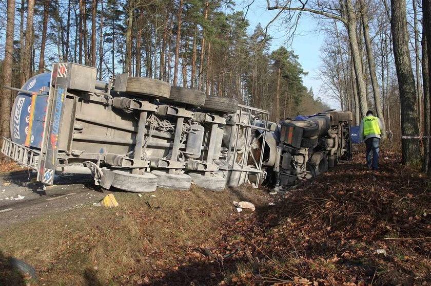 Wypadek busa z cysterna