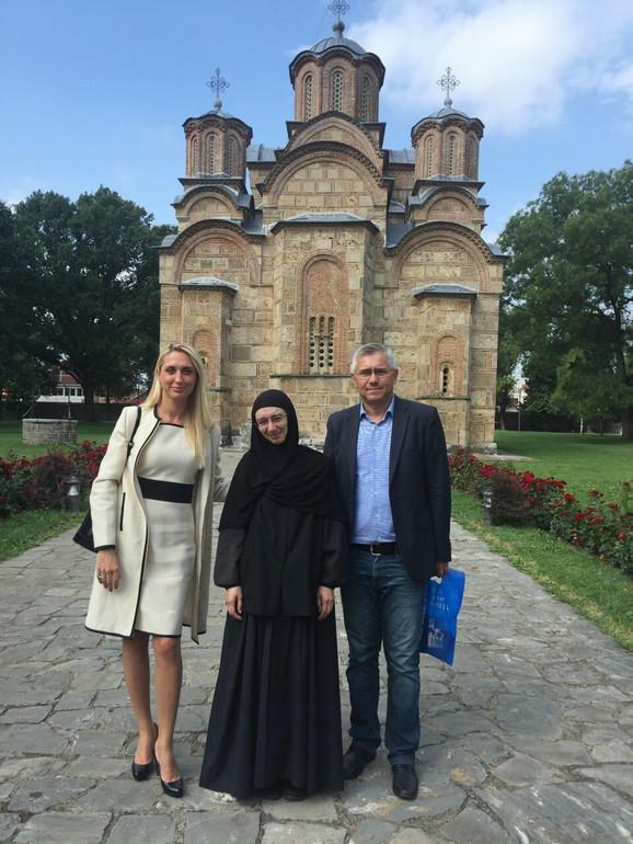 Jelena i Zoran sa monahinjom Sarom