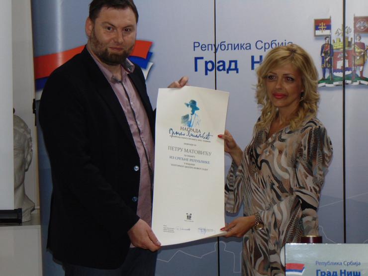 NIS Petru MAtovicu urucena nagrada Branko Miljkovic za zbirku poezije Iz srecne republike foto Branko Janackovic