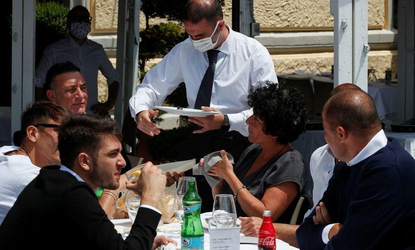 Włosi gromadzą sięw restauracjach. Duże obawy przed kolejną falą zakażeń