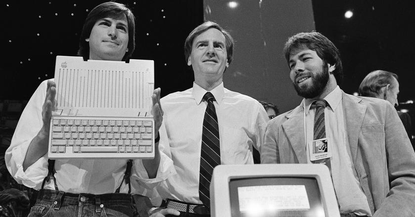 Wielka trójka: Steve Jobs, John Sculley i Steve Wozniak (od lewej)