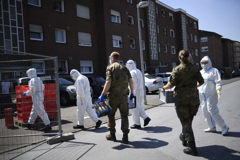 """""""Słyszałem nocą płacz kolegów"""". Dramat Polaków w zakładach mięsnych w Niemczech"""