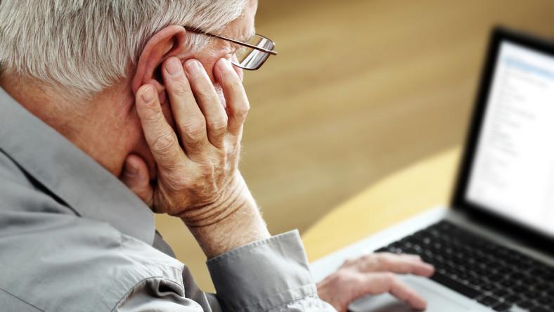 Polacy regularnie korzystają z internetu