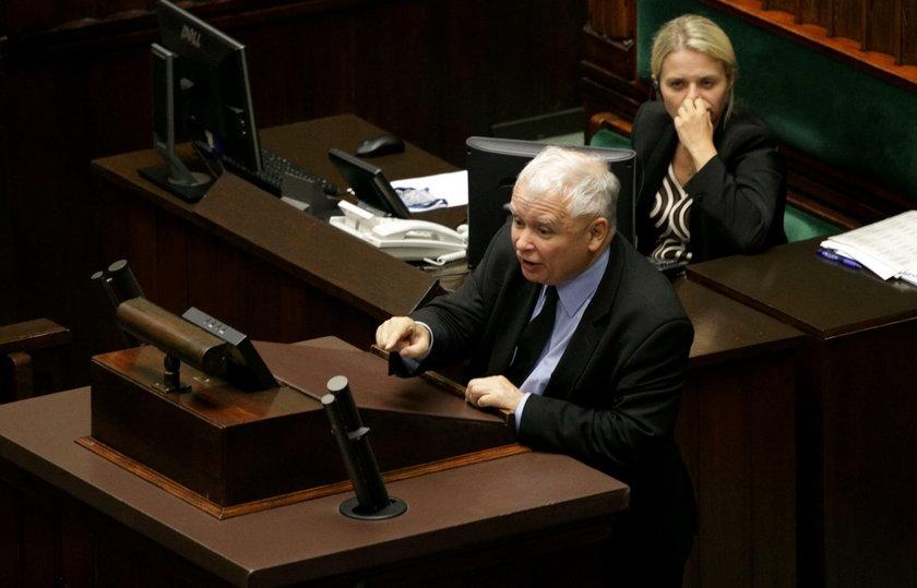 Jarosław Kaczyński był wyraźnie zdenerwowany tym, że opozycja wspomniała jego zmarłego brata