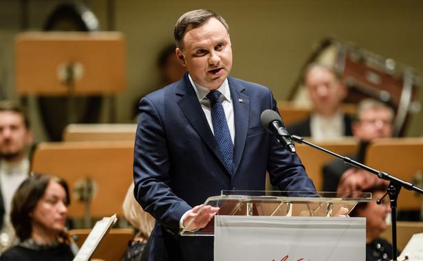 """Andrzej Duda pytany o to, co trzeba w takim razie zrobić, powiedział, że trzeba wrócić do """"wartości, od których Unia się zaczęła i z których się wywodzi""""."""