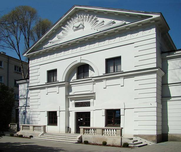 Michał Dobrzyński: M. D.: Zawsze kochałem teatr, a nieco mniej operę. Kiedyś odbierałem to tak, że to teatr jest dzisiaj formą aktualną, żywą. Mnie interesuje teatr muzyczny, tzn. taka forma, gdzie obie warstwy: teatralna i muzyczna, spotykają się, ale każda z nich pozostaje autonomiczna. Na zdjęciu Warszawska Opera Kameralna, fot. Szczebrzeszynski / Wikimedia Commons / lic. cc-by-sa