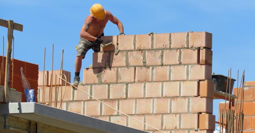 Branża budowlana przeżywa rozkwit, ale wiąże się to z licznymi problemami