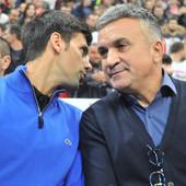 """SRĐAN ĐOKOVIĆ NIJE MOGAO DA IZDRŽI! """"Novak se pojavio u NEZGODNO vreme za Srbiju, u Londonu i Njujorku mu ZVIŽDE jer je dokazao da NISMO GENOCIDAN NAROD!"""