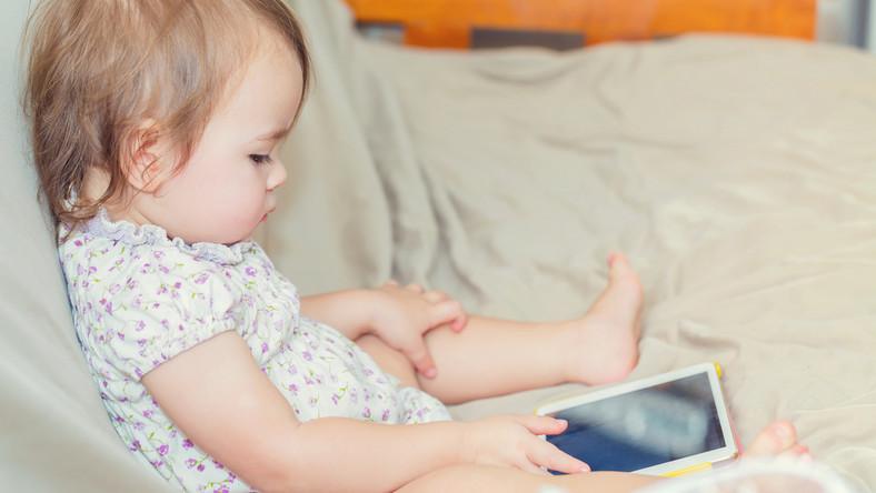 Dziecko nie powinno bawić się sprzętem elektronicznym!