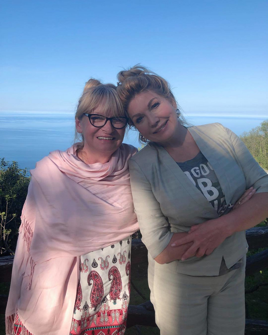 Suzana Mančić sa sestrom