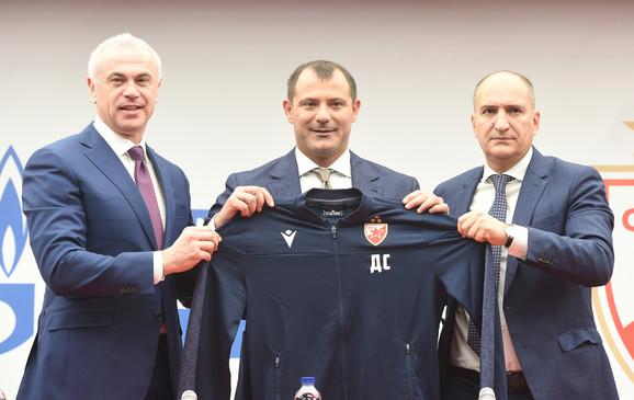 Generalni direktor FK Crvena zvezda Zvezdan Terzić, novi trener Dejan Stanković i sportski direktor crveno-belih Mitar Mrkela