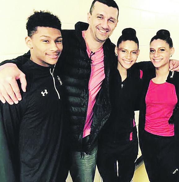 Sebastijan Skoko sa ocem i sestrama