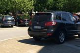 Parking na dva metra, a automobil na trotoaru:Nije bilo mesta, kaže Komlenski