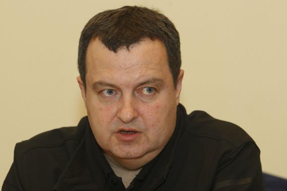 Dačić: Policija ne učestvuje u donošenju političkih odluka i ona će intervenisati ako je neko napadne