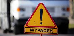 Groźny wypadek w Gdańsku. Auto wjechało w wysepkę