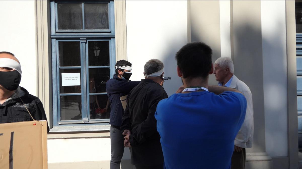 A DK állítja: fegyveres provokátorokat küldött a Fidesz Dobrev Klára egri utcafórumára - fotók, videó