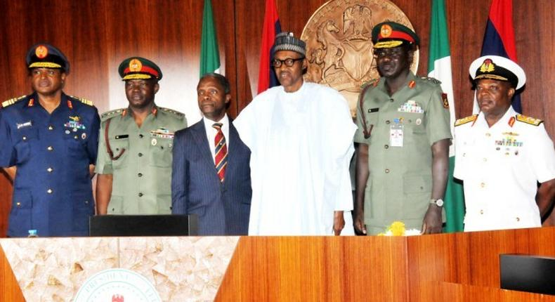 In the middle: President Muhammadu Buhari and Vice President Yemi Osinbajo flanked by Service Chiefs (News Digest)