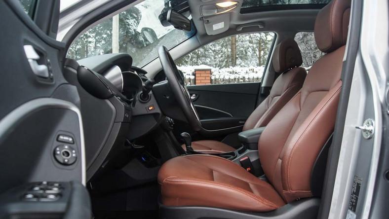 Marzenia polskich kierowców o posiadaniu luksusowego auta terenowego pokroju BMW X5 czy mercedesa ML rozpływają się najczęściej po przejrzeniu ich cenników. Dobrze wyposażony egzemplarz z mocnym silnikiem Diesla to koszt co najmniej 360-400 tys. zł, dlatego większość zainteresowanych najczęściej musi obejść się jedynie ich smakiem lub poszukać używanego egzemplarza, albo… sprawdzić nowego hyundaia grand santa fe.