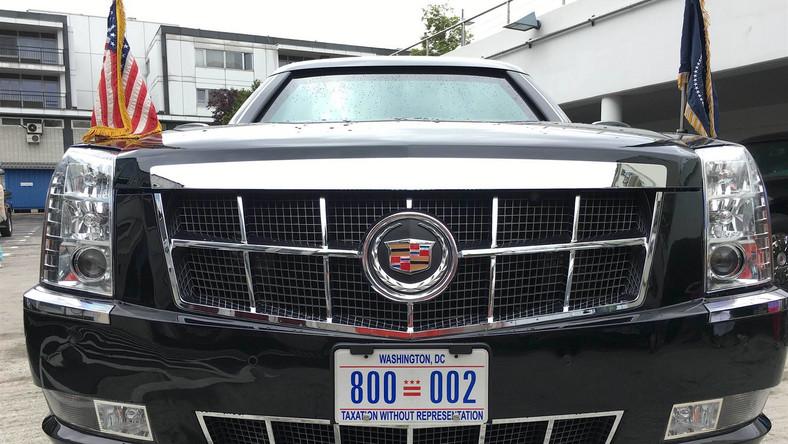 Cadillac One, czyli Bestia - samochód prezydenta USA Baracka Obamy już w Warszawie