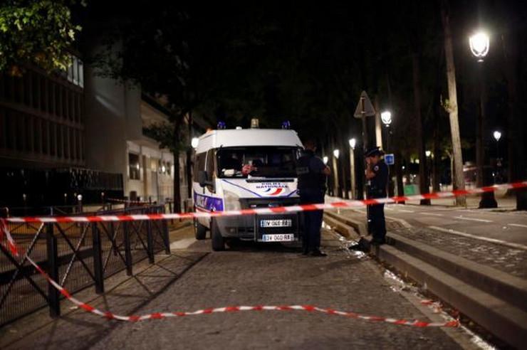 pariz policija francuska napad ap