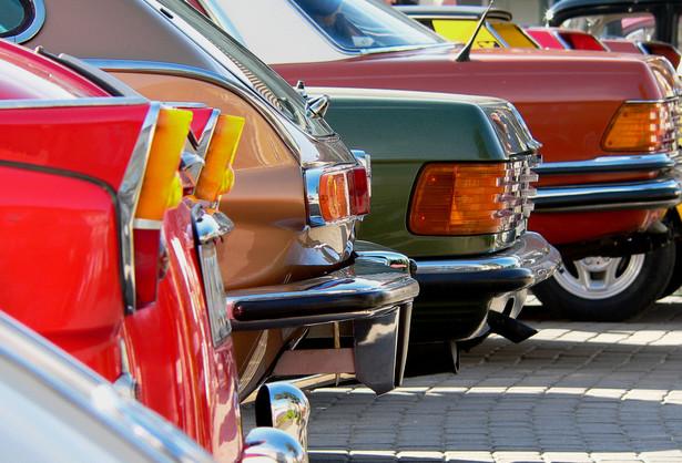 Znak strefa płatnego parkowania nie jest wyłącznie znakiem informacyjnym. Nakłada również na kierowców obowiązek uiszczenia opłaty.