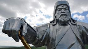 Mongolia - wielki pomnik Dżyngis-chana