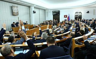 Głosowało 99 senatorów. 51 za odrzuceniem ustaw sądowych