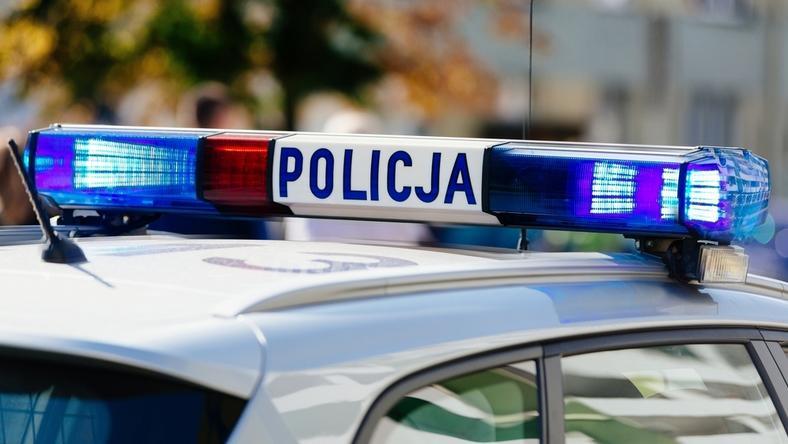 Policjanci zatrzymali pijanego ojca, który trzymał dziecko w rozgrzanym aucie