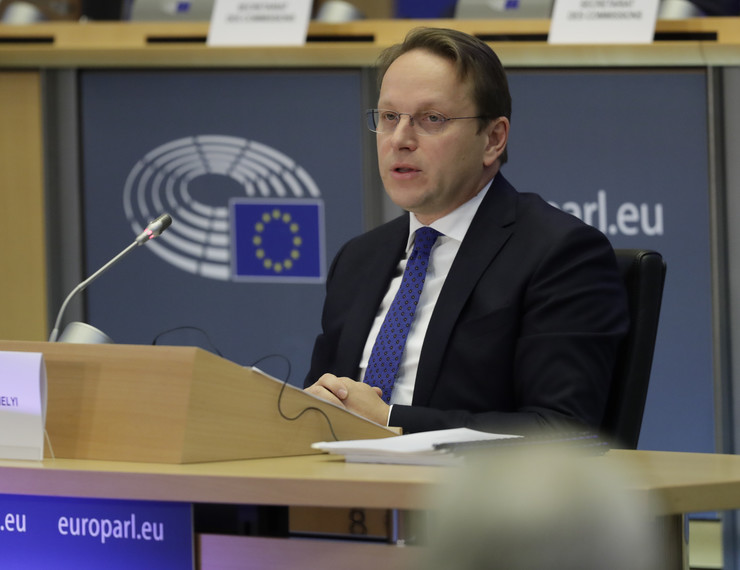 Oliver Varhelji, Mađarska, EU