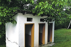 Kraljevo 04 - Poljski WC u školi u Gokčanici - Foto N. Božović