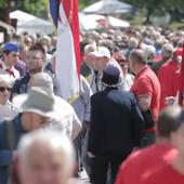 FEŠTA U KUMROVCU Na proslavu rođendana Josipa Broza Tita došlo čak 15.000 LJUDI, pevaju se jugoslovenske pesme (FOTO, VIDEO)