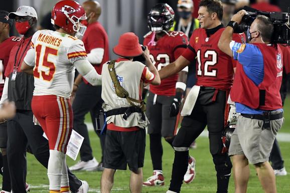 """ČUDA NEVIĐENA U NFL-U! Tom Brejdi je samo mogao da gleda klinca koji je BOLJI OD NJEGA, a """"Jokićev"""" Denver TEMA DANA! /VIDEO/"""