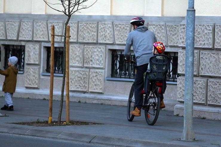 Bicikl dete saobracaj-kaciga