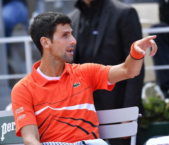 Novak Đoković tokom polufinala Rolan Garosa protiv Dominika Tima