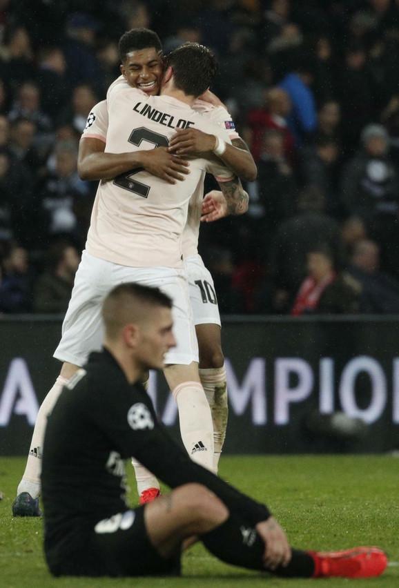 Zagrljaj Lindelofa i Rašforda nakon plasmana u četvrfinale Lige šampiona