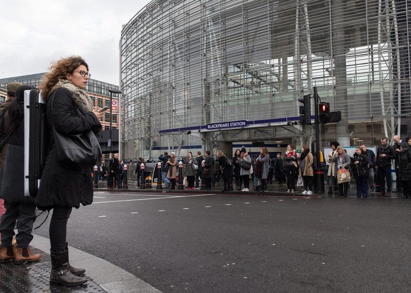 Panika w londyńskim metrze na stacji Dalston Kingsland