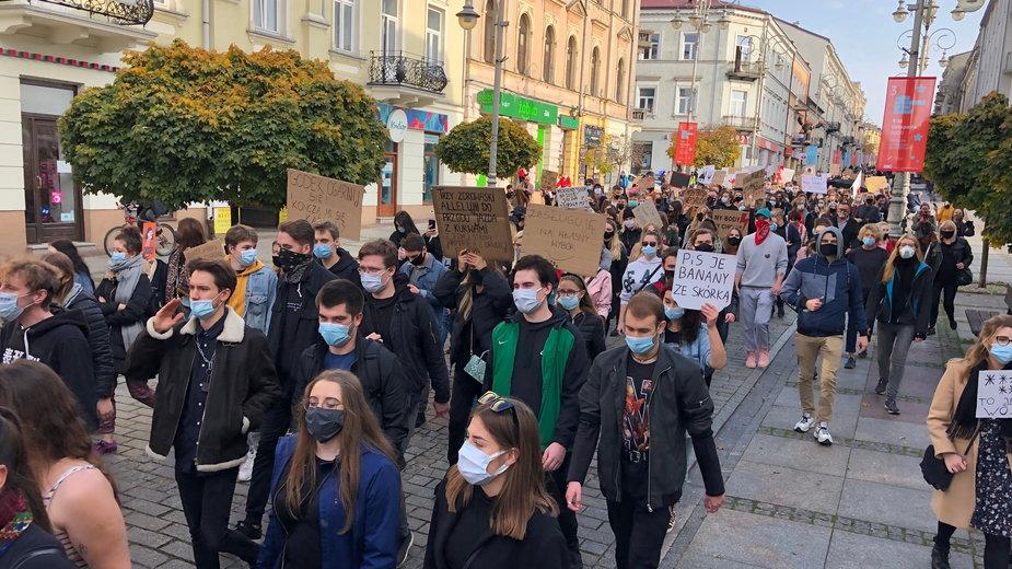 """Kolejny protest kobiet w Kielcach. """"Walczymy o swoje prawa"""""""