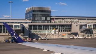 Podwyżka na lotniskach mniej dotkliwa dla branży