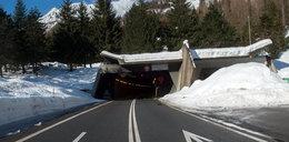 Groźna lawina zablokowała tunel. W środku byli ludzie
