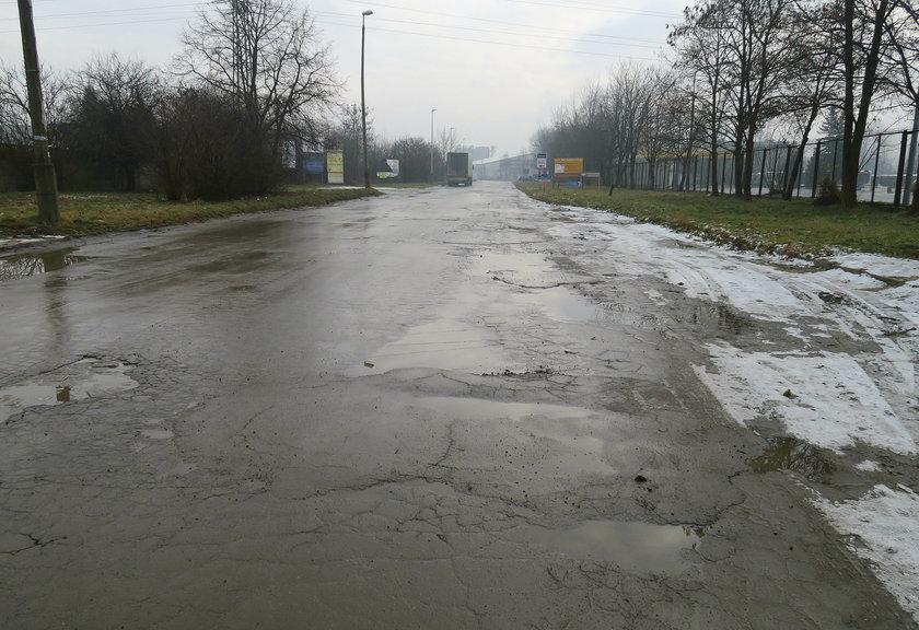 Dziurawa ulica na Rybitwach