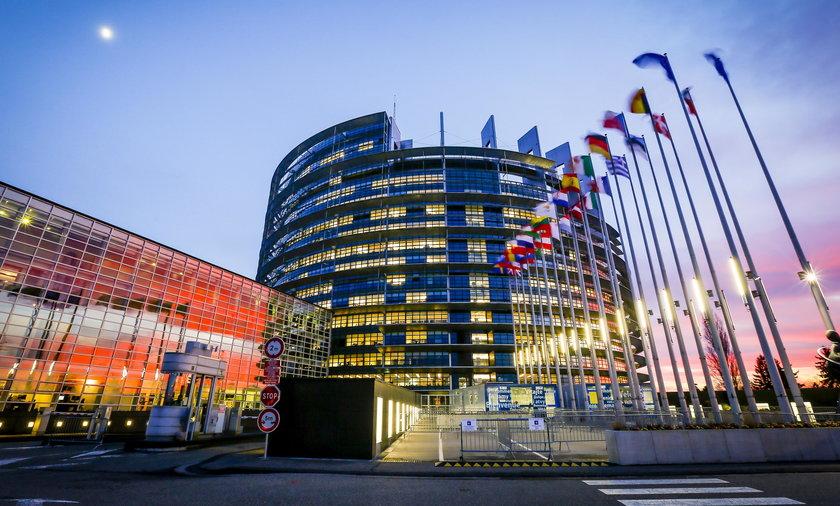 Zarobki europosłów