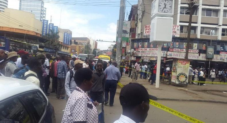 Nairobi residents look on as police cordon off an area along Latema Road where a suspicious box was left (Twitter)