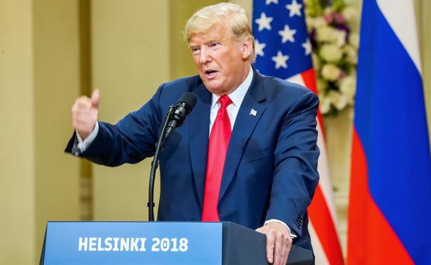"""Po wtorkowym spotkaniu Trumpa z dziennikarzami przywódca demokratycznej mniejszości w Senacie Chuck Schumer oświadczył, że prezydent usiłuje """"wykręcić się"""" ze swej wypowiedzi na temat ingerencji Rosji w wybory, ponieważ nie miał odwagi przeciwstawić się Putinowi."""