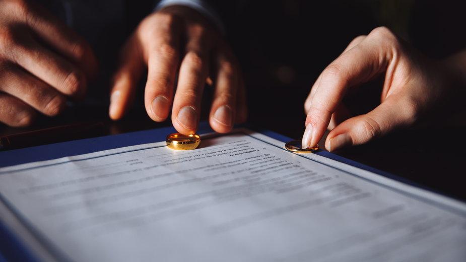 Współcześnie mniej więcej jeden z trzech związków małżeńskich kończy się rozwodem.