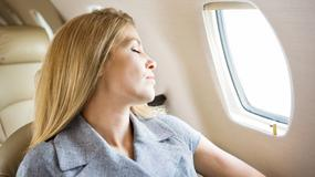 7 sposobów, by zasnąć w samolocie