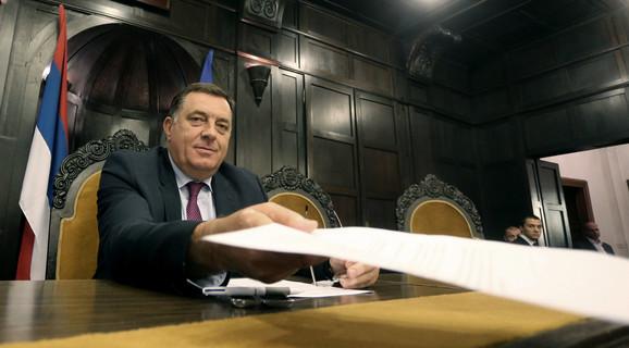 Dodik je poručio da će se građani na referendumu izjasniti o izlasku RS iz BiH