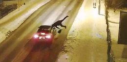 Wtargnął wprost pod nadjeżdżające auto. Szokujący film!