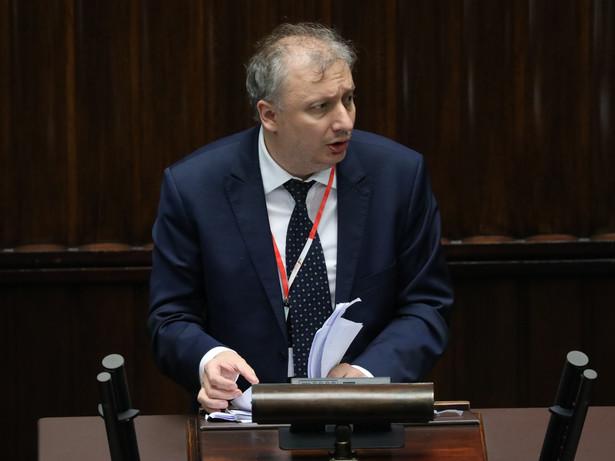 Jak zaznaczył Skuza, jest to najnowszy szacunek, jeszcze nowszy niż ten przedstawiany przez niego senackiej komisji finansów i budżetu podczas jej prac nad ustawą budżetową na 2021 r.