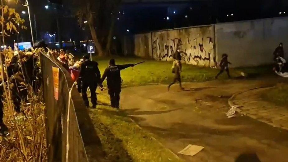 Policjanci na terenie Politechniki Warszawskiej