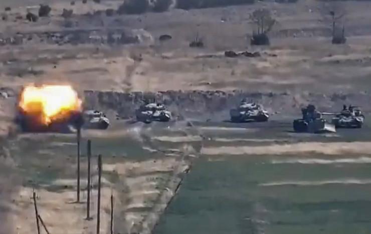 Zapaljeni azerbejdžanski tenk u regionu Nagorno-Karabah na granici s Jermenijom